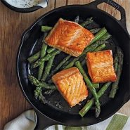 Lodge 10.25″ Cast Iron Skillet – Pre Seasoned